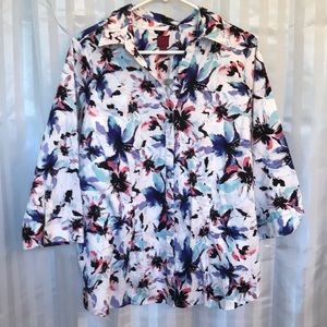 212 Collection Woman's button up 3/4 sleeves top
